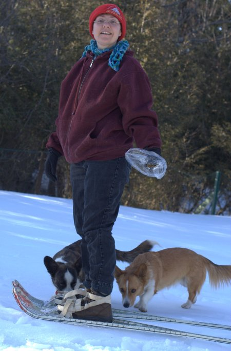backyard-snowshoeing-5